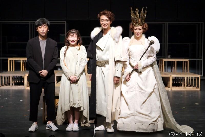 (左から)蓬莱竜太氏、伊藤沙莉さん、井上芳雄さん、若村麻由美さん
