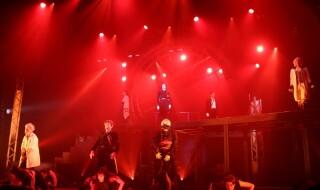 吸血鬼となった男たちの生き様を描く、ロックミュージカル『MARS RED』が開幕!