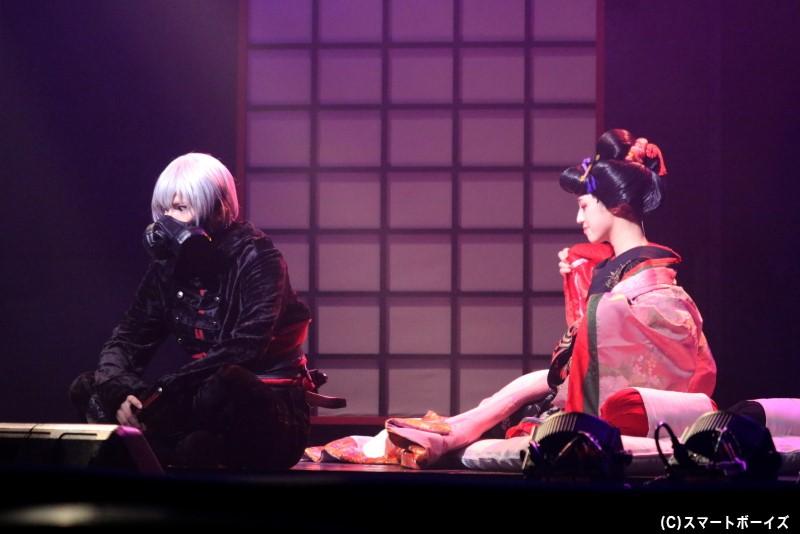 スワ役の糸川耀士郎さん(写真左)