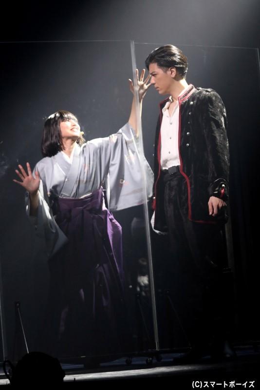 前田義信役の中村誠治郎さん(写真右)
