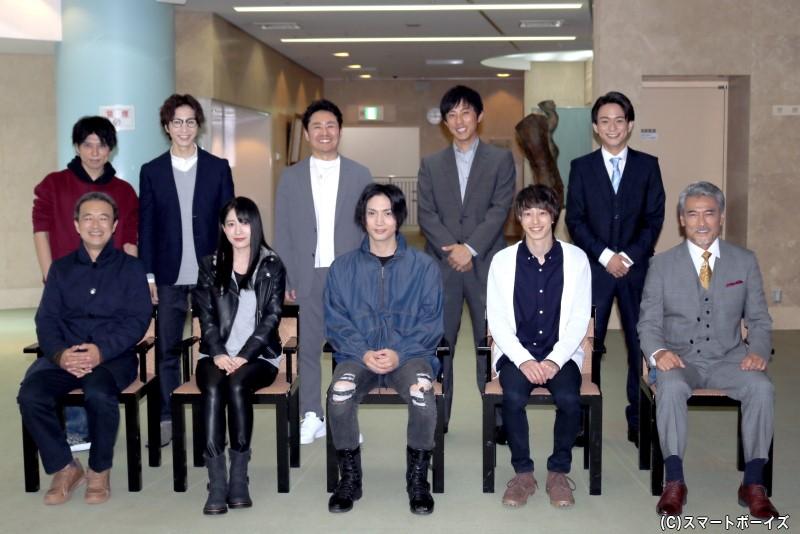 (後列左から)柏木佑介さん、田中稔彦さん、坂元健児さん、小笠原 健さん、山木 透さん (前列左から)金山一彦さん、佐々木優佳里さん(AKB48)、校條拳太朗さん、杉江大志さん、渡辺裕之さん