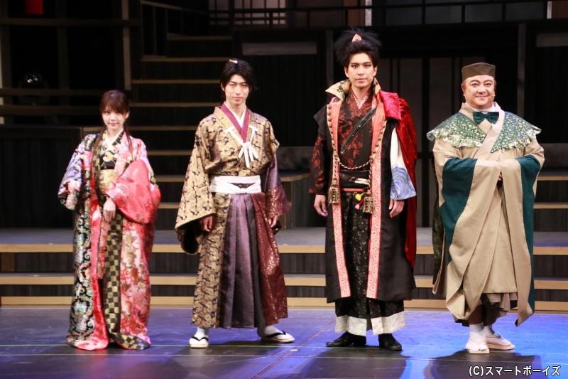 (左より)田中れいなさん、谷佳樹さん、鶏冠井孝介さん、彦摩呂さん