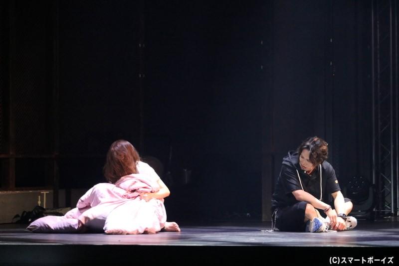 自身はヒトであるハヤテは、化人である姉・久実との過去に苦い思いが……