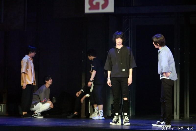 「キバタン」で顔を合わせたシンジと嶋村は、友人として交流を持つことに