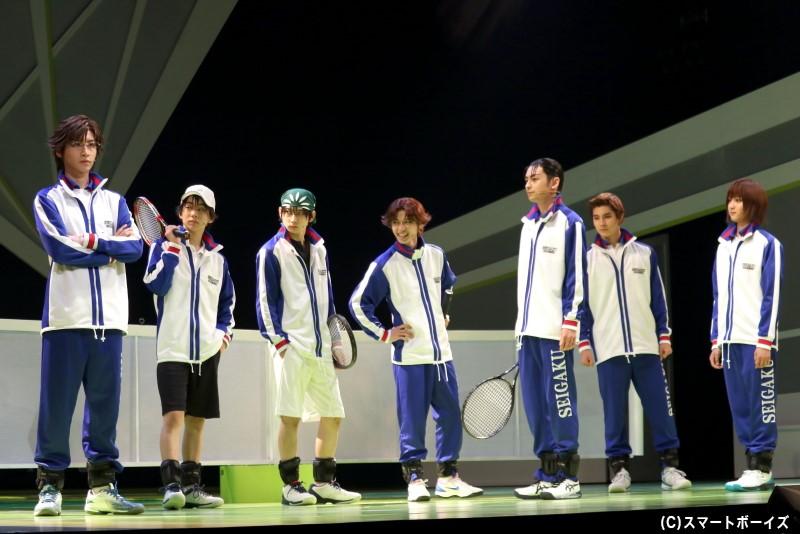 3年生の部長・手塚国光が率いる、青学(せいがく)テニス部