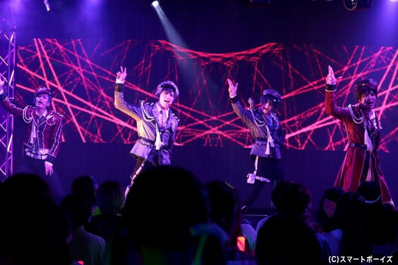 歌とダンスはもちろん、ちょっぴりセクシーな表情でも観客を魅了してくれました!