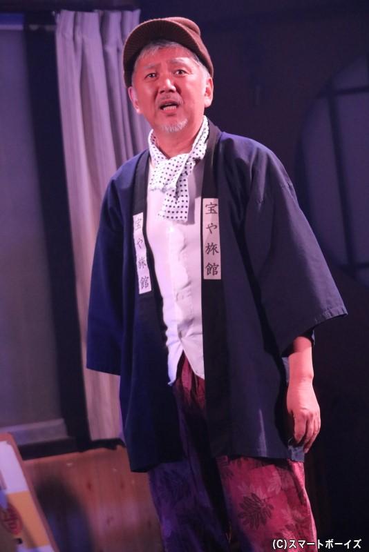 島原三郎(ベージュ)役の小野剛民さん
