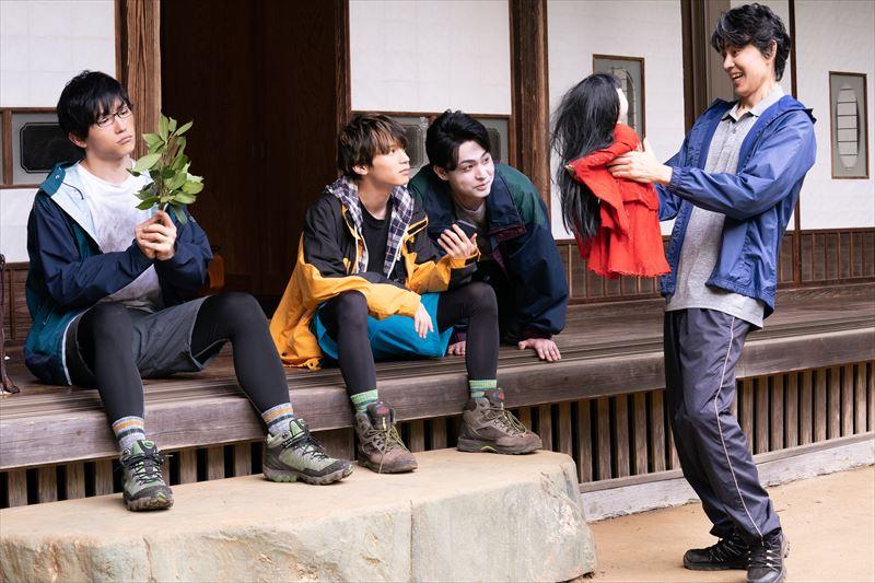 メインキャスト集合の場面写真 左から:日向野祥さん、北村諒さん、柿本光太郎さん、倉田てつをさん