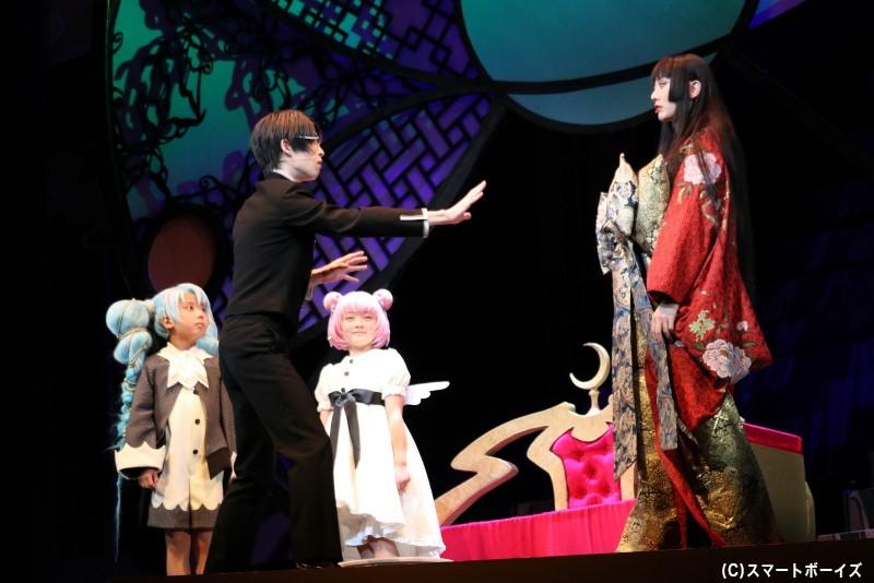 """願いの対価を払うために、四月一日は侑子の""""ミセ""""で雑用係として働くことに"""