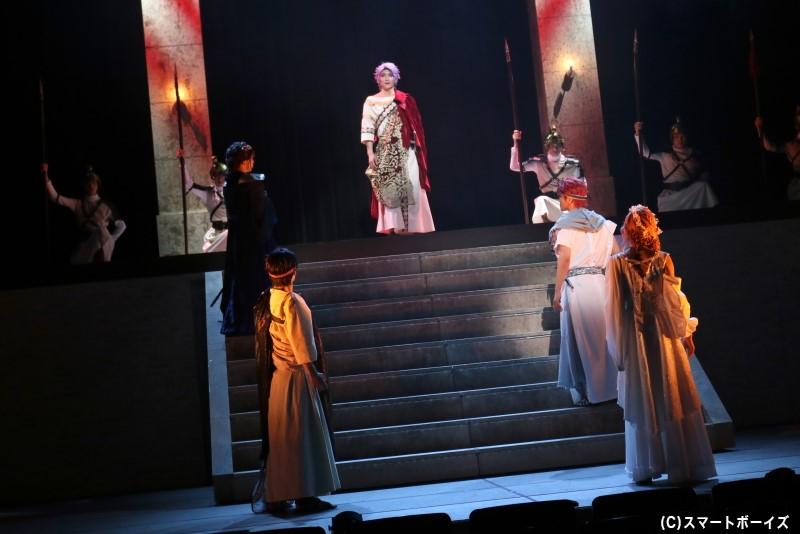 2幕では、重厚な愛憎劇であるイタリアオペラの名作「ナブッコ」を上演!
